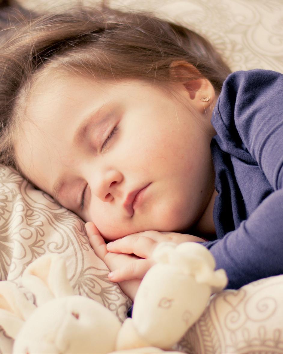 lite barn som sover etter sovehjelp fra Alle barna sover